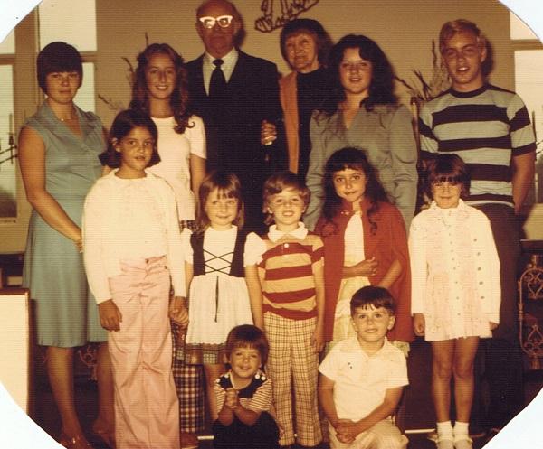 milton-and-audrey-and-eleven-grandchildren