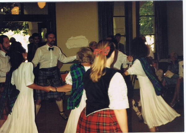 scottish-dancing-at-wedding-reception-in-california