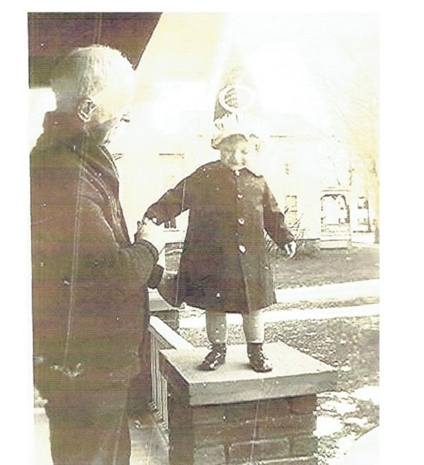 wm-macdonald-and-grandson-robert01122017_1